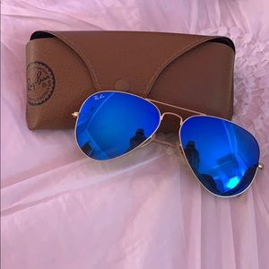 Blue Mirrored Lens Aviator Ray-Bans